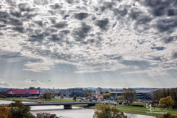 Widok z Zamku Królewskiego na Wawelu, w kierunku m.in. dawnego hotelu Forum (fot. Michał Banach)