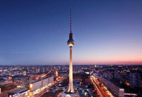 Berliner Fernsehturm (fot. Jens Fersterra)