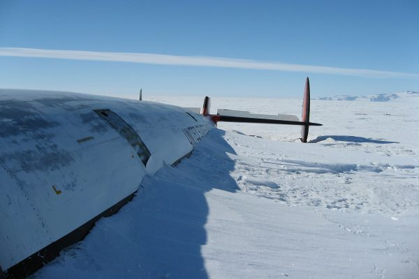"Wrak Lockheeda C-121J Super Constellation ""Pegasus"" (fot. Ben Bachelder)"