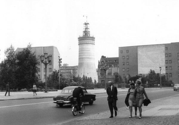 Berliner Fernsehturm podczas budowy