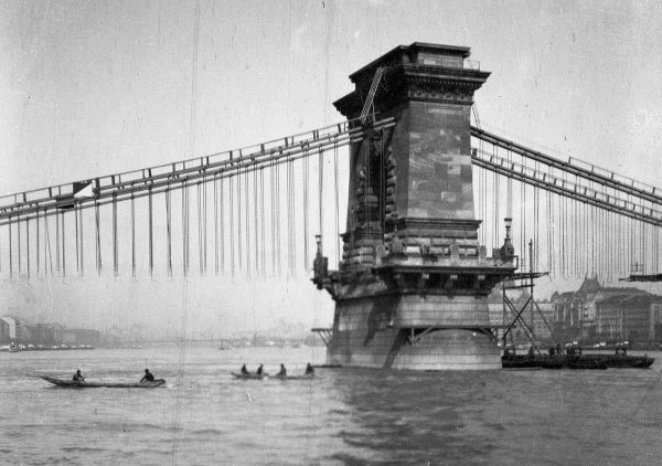 Most Łańcuchowy podczas remontu w 1914 roku