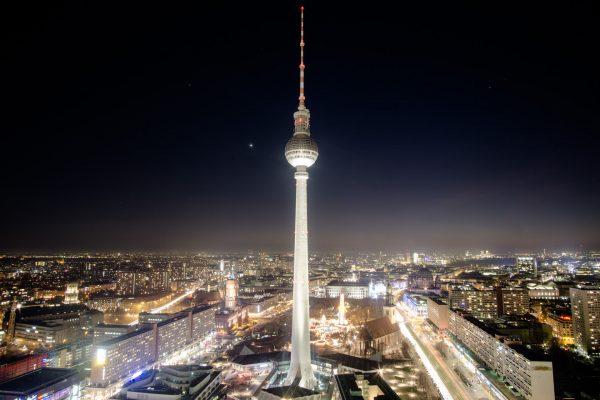 Berliner Fernsehturm (fot. travelmorebabbleless.com)