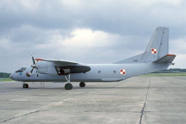 An-26 - 1 lipca 1995 roku (fot. Rob Schleiffert/Flickr.com)