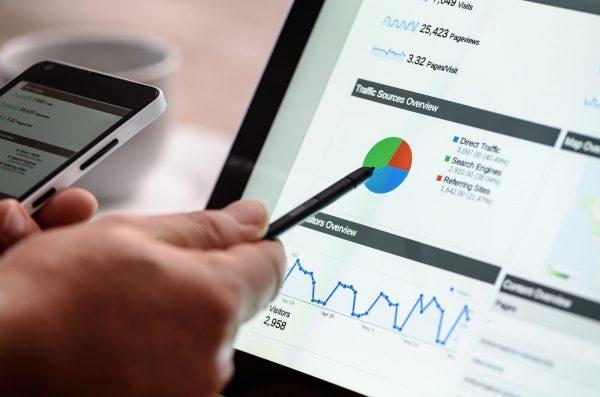 Aby maksymalnie ujednolicić procesy zarządzania firmą, wprowadza się do niej różne działania optymalizacyjne, zarówno na odgórnym, jak i oddolnym poziomie. Takim działaniem może być na przykład optymalizacja procesów związanych z dokumentami, ich obiegiem, wystawianiem faktur oraz zarządzaniem nimi.
