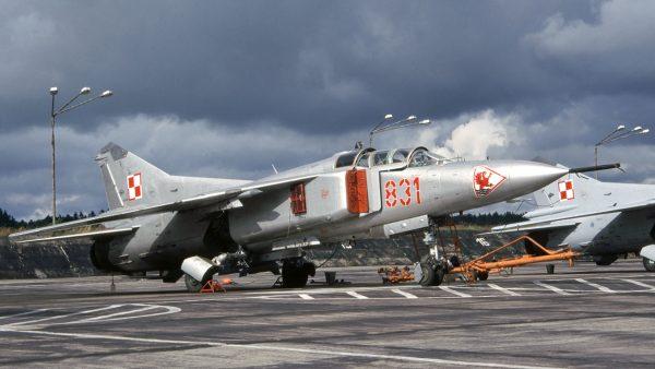 MiG-23UB - lipiec 1995 roku (fot. Rob Schleiffert/Flickr.com)