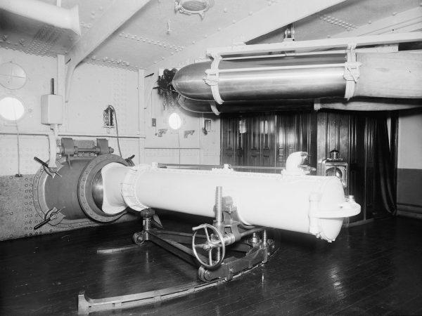Wyrzutnia torped na pokładzie USS Maine (ACR-1)