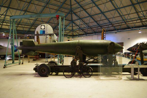 Jedna z bomb Grand Slam zachowanych do naszych czasów (fot. tataquax/Flickr.com)