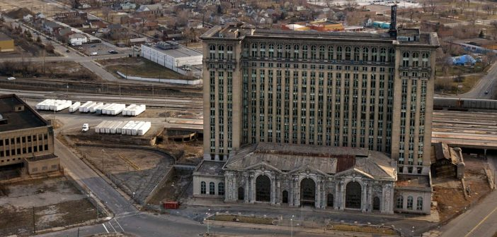 Michigan Central Station - niesamowity opuszczony dworzec kolejowy w Detroit