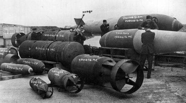 Przegląd brytyjskich bomb według wagi (w funtach)