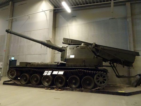 Artillerikanonvagn 151