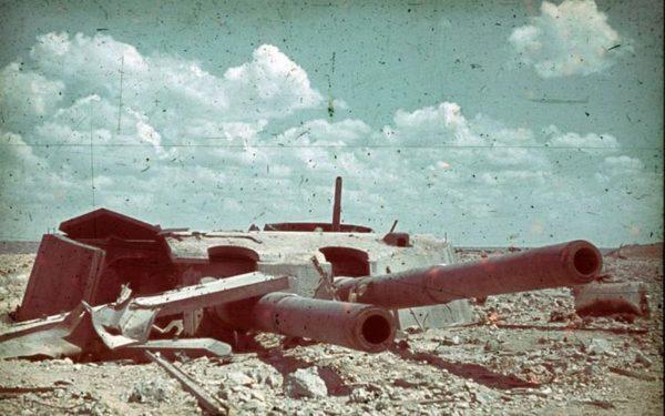 Zniszczona wieża pancernika Impieratrica Marija w Sewastopolu