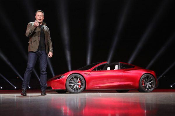 Elon Musk prezentuje Teslę Roadster 2
