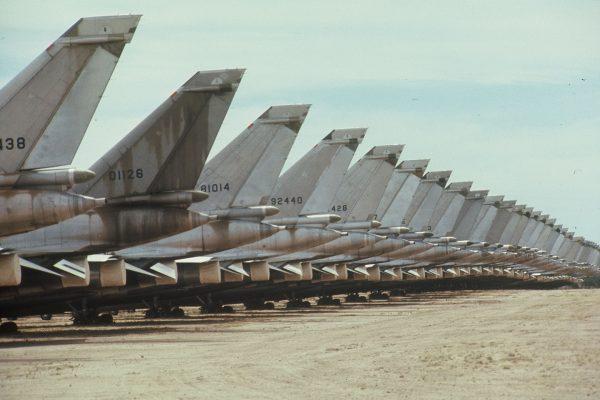 Convair B-58 Hustler czekające na swój los w bazie Davis-Monthan