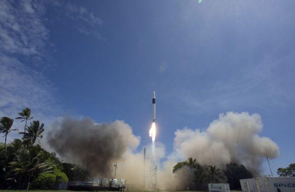 Start rakiety Falcon 1 z wyrzutni na Kwajelein.