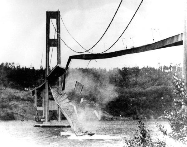 Tacoma Narrows Bridge w momencie zawalenia