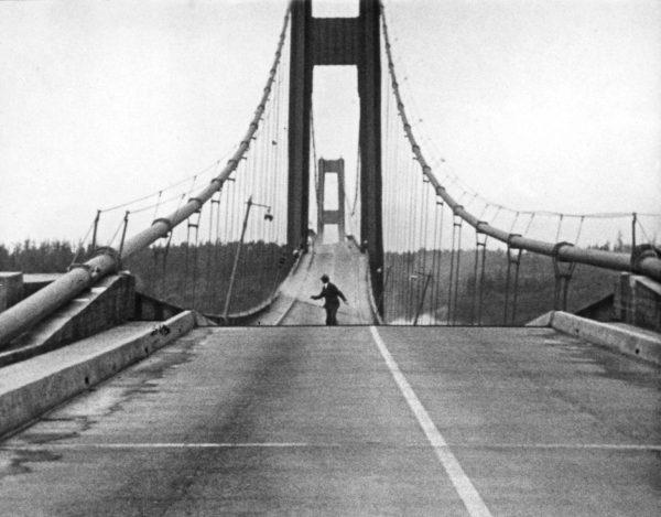 Falujący Tacoma Narrows Bridge