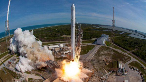 Start kolejnej rakiety Falcon.