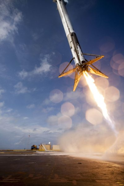 Lądowanie rakiety Falcon 9 na barce.