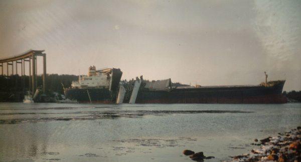 Zawalony most Almöbron i masowiec MS Star Clipper
