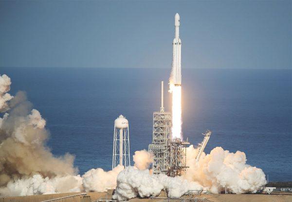 Start pierwszej misji Falcon Heavy.