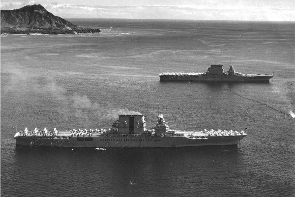 USS Lexington i USS Saratoga