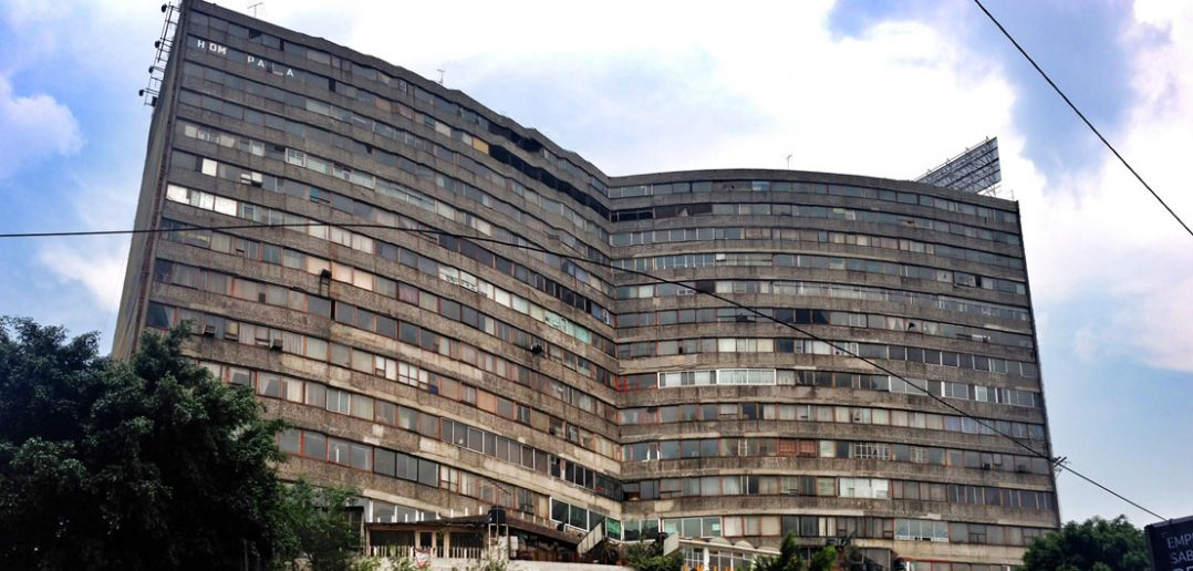 Insurgentes 300 - (prawie) opuszczony apartamentowiec w Meksyku