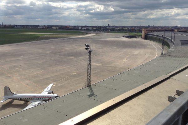 Lotnisko Tempelhof w Berlinie współcześnie (fot. J. Elke Ertle)