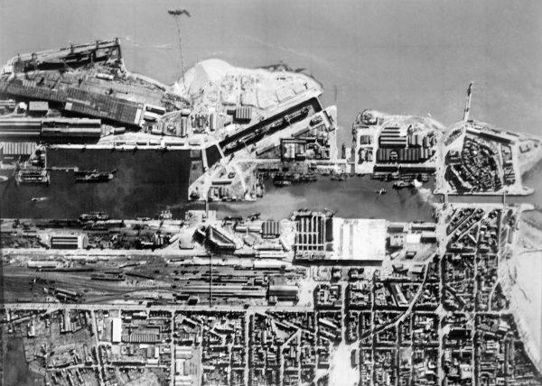 Port w Saint-Nazaire przed atakiem