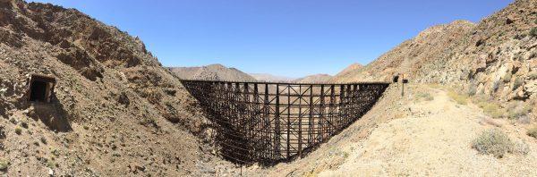 Goat Canyon Trestle (po lewej widać wyjazd z zawalonego tunelu (fot. lastadventurer.com)