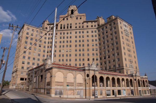 Baker Hotel (fot. Rhett Landry)