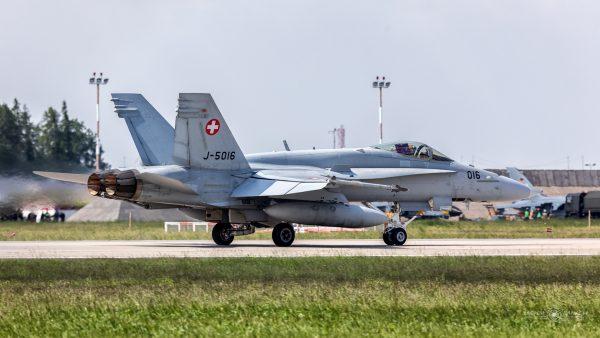 McDonnell Douglas F/A-18C Hornet (J-5016) (fot. Michał Banach)