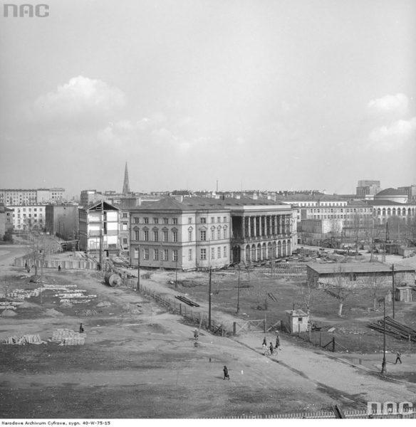 Pałac Lubomirskich podczas operacji przesunięcia (fot. NAC)