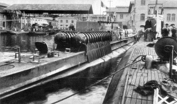 """Włoski okręt podwodny przystosowany do transportu SLC """"Maiale"""""""