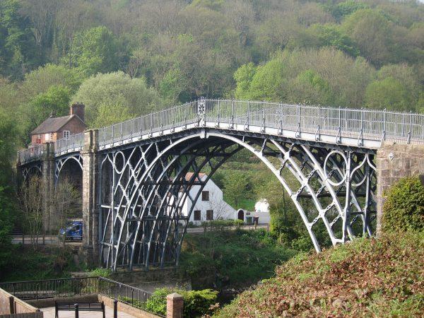 Iron Bridge (fot. shirokazan/Wikimedia Commons)