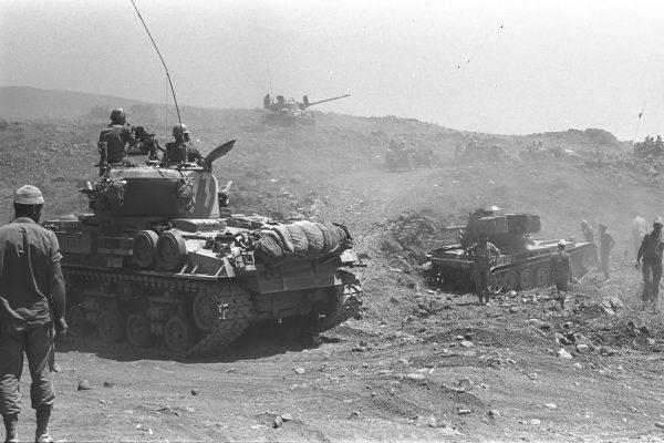 M-50 Isherman (na pierwszym planie) i M-51 Super Sherman (na drugim planie)