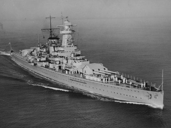 Admiral Graf Spee - jeden z kráowników typu Deutschland