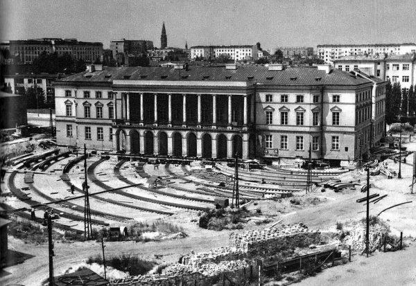 Pałac Lubomirskich podczas operacji przesunięcia