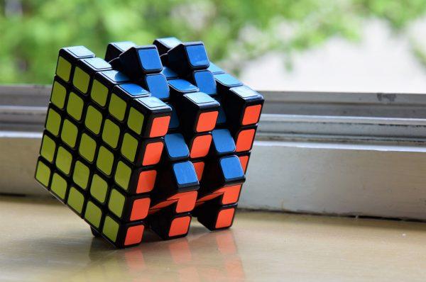Nieco większa Kostka Rubika