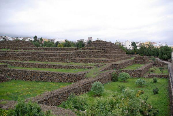 Piramidy w Güímar (fot. Berthold Werner)