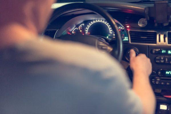 Kierowcy dużo łatwiej przełamują nudę i znużenie, słuchając ulubionych kawałków.