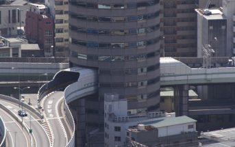 Gate Tower Building - biurowiec z autostradą