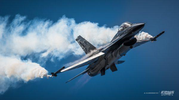 Belgijski F-16 Demo Team (fot. Arkadiusz Kamieniecki)