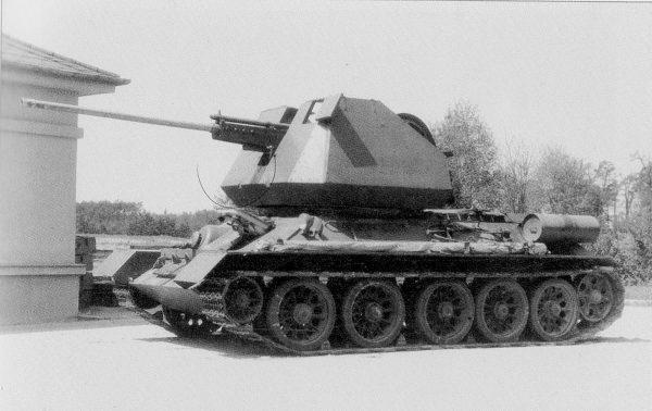 Prototyp T-34 z wieżą z pojedynczym działkiem przeciwlotniczym