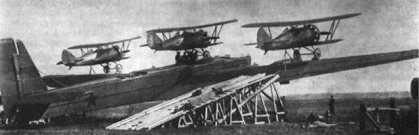 Tupolew TB-3 z trzema myśliwcami I-5