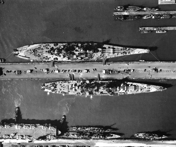 Pancernik USS Missouri, krążownik USS Alaska oraz lotniskowiec eskortowy USS Croaten i dwa niszczyciele typu Fletcher oraz jeden typu Clemson