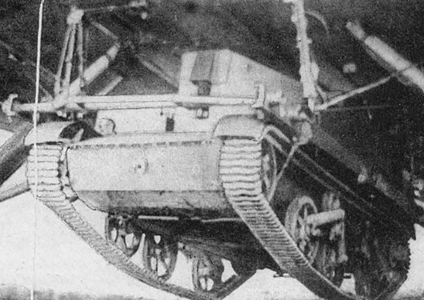 Przykład podczepienia tankietki pod bombowcem TB-3