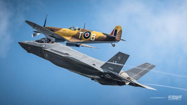 F-35 i Supermarine Spitfire (fot. Arkadiusz Kamieniecki)