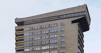 """""""Młotek"""" - ekskluzywny PRL-owski blok mieszkalny w Warszawie"""