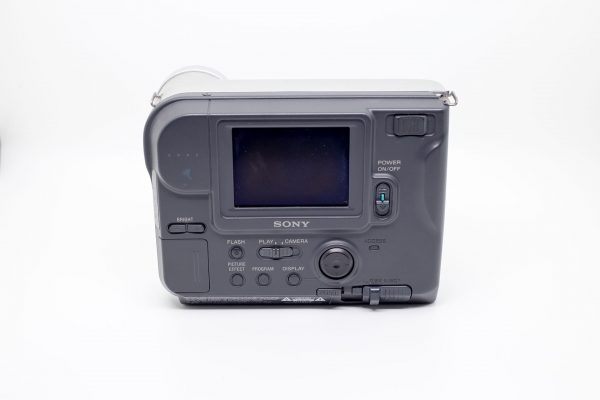 Sony FD Mavica MVC-FD75 (fot. Lëa-Kim Châteauneuf)