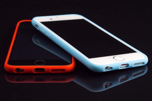 Jeśli jest taka możliwość, warto naprawić starszy smartfon aby służył nam jako rezerwowy telefon